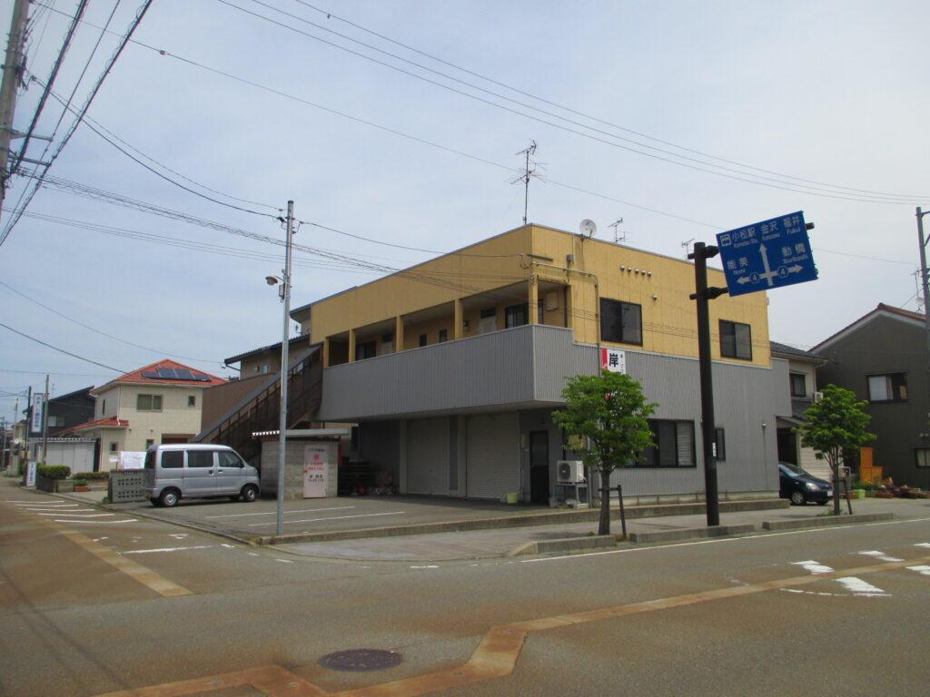 小松駅から徒歩12分!